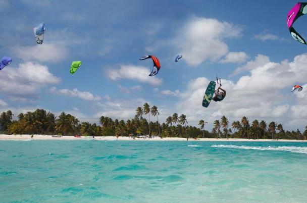 10_Cabarete-Kiteboading-Holiday-Beach-View-kitesurfers_800x530.jpg